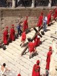 Gésu carrying his Cross up